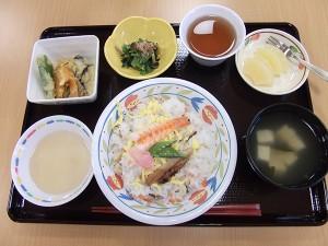 一番人気の「ちらし寿司」です!月に一回くらいのペースでメニューに出ます!